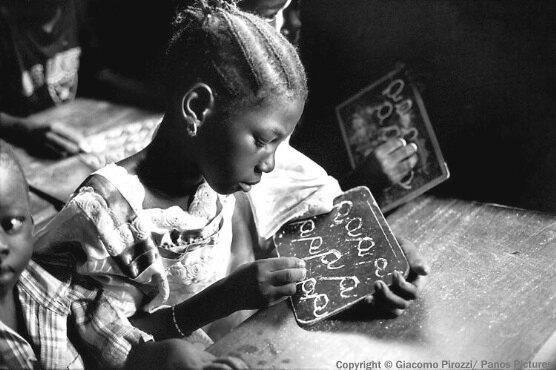 schule afrika maedchen