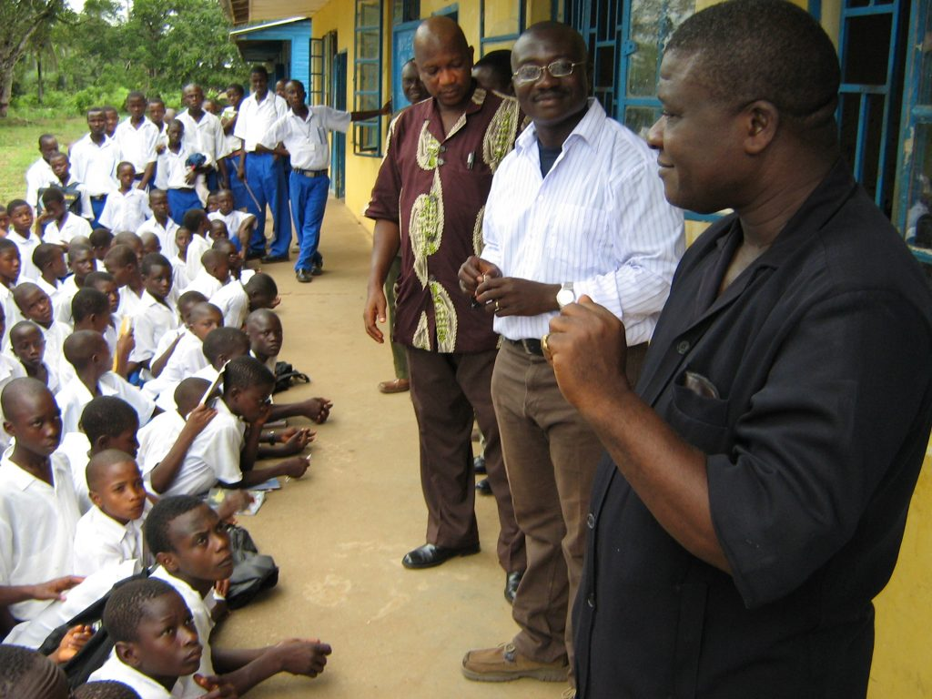 Sam S. Abu, der Direktor der St. Paul's Secondary School und Vorsitzender der lokalen Partnerorganisation PYD